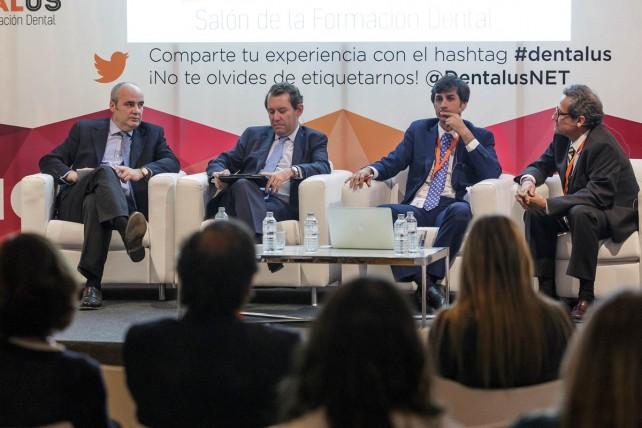 Los doctores José María Malfaz, Antonio Bowen y David Gallego, presidentes, respectivamente, de la Asociación Española de Endodoncia (AEDE); la Sociedad Española de Implantes (SEI) y la Sociedad Española de Cirugía Bucal (SECIB), junto a José Luis del Moral, moderador del encuentro.