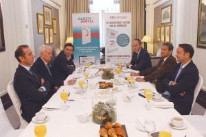 Los participantes en este desayuno, organizado por GACETA DENTAL, se reunieron en un conocido hotel madrileño para hablar de Endodoncia.