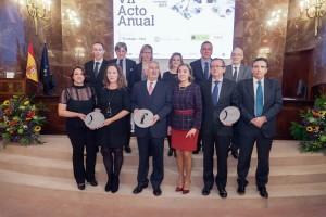 Foto de familia de los galardonados, con la secretaria de Estado, Carmen Vela, y representantes de Fenin.