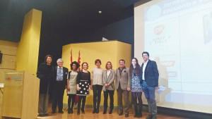 De izda. a dcha. Dra. Ruiz Extremera, Dr. García, Doña Aline Braga, Dra. Planells, Dra. Olga Cortés, Dra. Beltri, Dr. Salmerón, Dra. Martínez y D. Ignacio Acero.