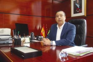 El Dr. Óscar Castro, presidente del Consejo General de Dentistas, reclama una mayor regulación para las cadenas dentales.