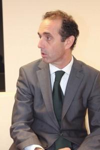 Distintos momentos del encuentro que mantuvo el nuevo presidente del COEM con GACETA DENTAL.
