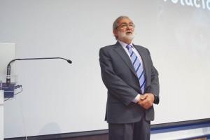 El Dr. Javier García Barbero en un momento de la conferencia inaugural del cico científico.