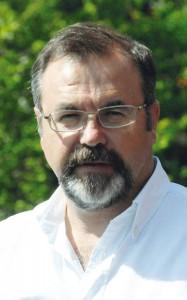 Ramón Torrecillas, director del Centro de Investigación en Nanomateriales y Nanotecnología (CINN).