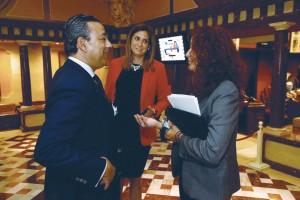 El doctor Óscar Castro con representantes del parlamento murciano.
