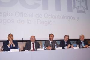 De izda. a dcha., Óscar Castro (Consejo de dentistas), Carlos Moreno (Ministerio de Sanidad), Adolfo Ezquerra (Consejería de Sanidad de Madrid), Antonio Montero (COEM) y Vicente Jiménez (COEM).