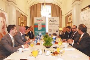 El encuentro, patrocinado por Philips Zoom!, reunió a destacados profesionales del ámbito nacional en el campo del blanqueamiento dental.