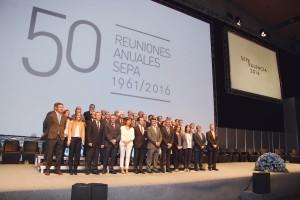Foto de familia de los integrantes de la Sociedad Española de Periodoncia (SEPA) durante la celebración de la 50ª Reunión Anual y la 6ª Reunión de Higiene Bucodental de 2016 que tuvieron lugar en Valencia.