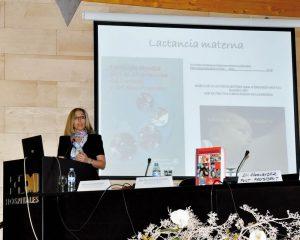 La Dra. Paola Beltri dictando una conferencia durante las Jornadas de Pediatría-Odontopediatría organizadas por la SEOP.