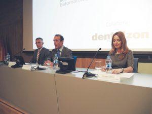 De izda. a dcha., los doctores Eugenio Grano de Oro y Antonio Montero y la periodista América Valenzuela.