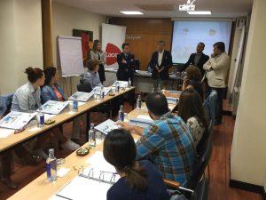 Participantes y dictantes del curso de gestión.