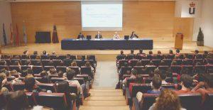 Vista general del salón de actos que acogió la presentación de la tercera edición de la Residencia Odontológica 2017.