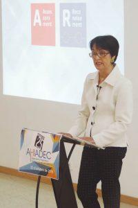 La presidenta de AHIADEC, Montserrat Conill, durante el discurso institucional del 25 aniversario de la asociación.
