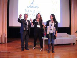 Miguel Ángel Revilla brindó con la presidenta del Colegio de Higienistas de Galicia, Andrea Pardo, por el éxito del XXIX Congreso HIDES, Santiago 2017.