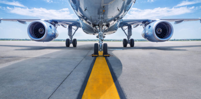 Avión en pista.