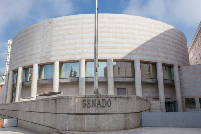 El Senado apruba dos mociones para regular la publicidad sanitaria