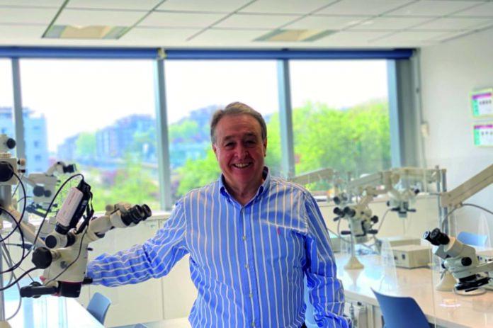 Doctor Borja Zabalegui, profesor y director del Centro de Formación en Endodoncia Clínica y Microscópica