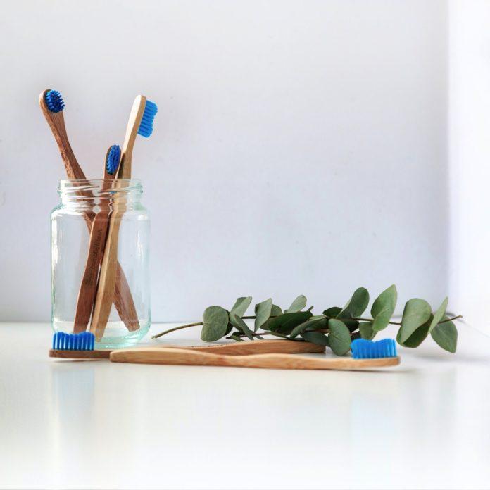 Cepillos de bambú sostenibilidad en odontología