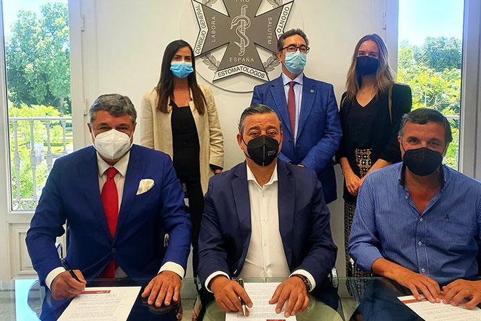 Firma de la adscripción de SEMDeS al Consejo General de Dentistas