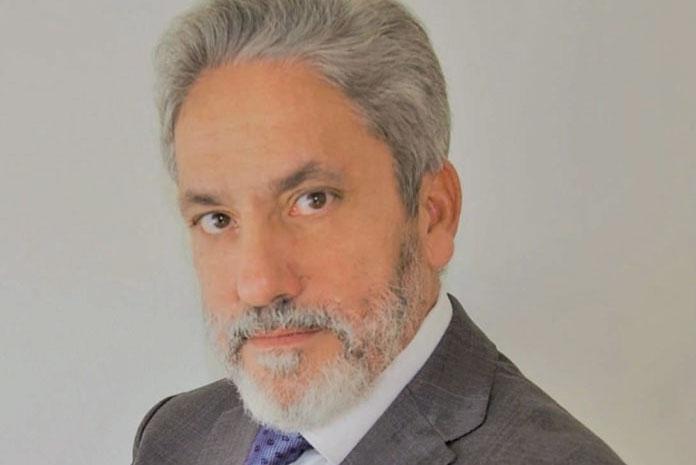 Entrevista a Juan M. Molina. director general de Henry Schein Schmidt