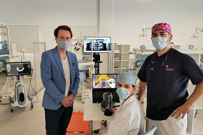 Primer simulador dental virtual 3D háptico portátil del mundo para cirugías bucodentales
