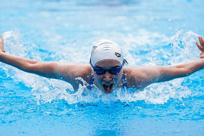 ¿Qué relación existe entre el sarro y la natación profesional?